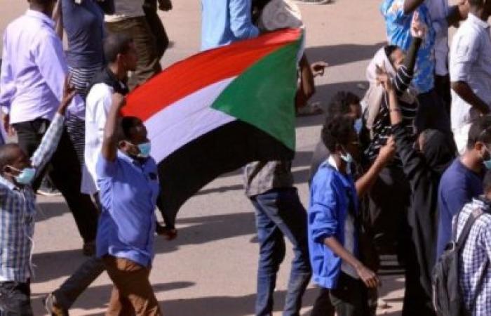 مدن  السودان  تنتفض... تسقط بس