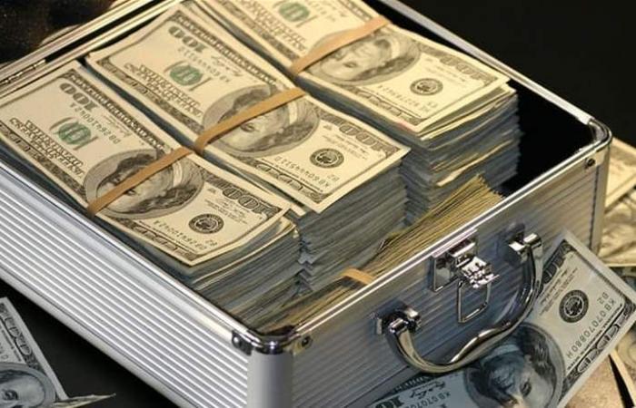 مدير بنك وسيدة.. وفضيحة تقدر بـ38 مليار دولار!