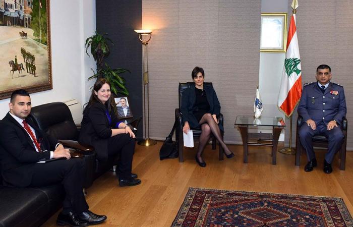 عثمان عرض مع سفيرة كندا سبل التعاون