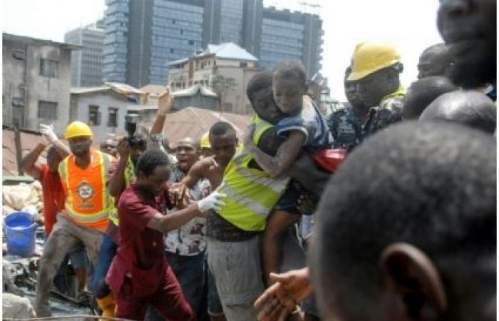 ارتفاع حصيلة انهيار مبنى يضم مدرسة في لاغوس إلى تسعة قتلى