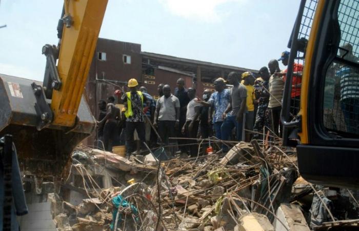 8 قتلى على الأقل جراء انهيار مبنى يضم مدرسة في لاغوس