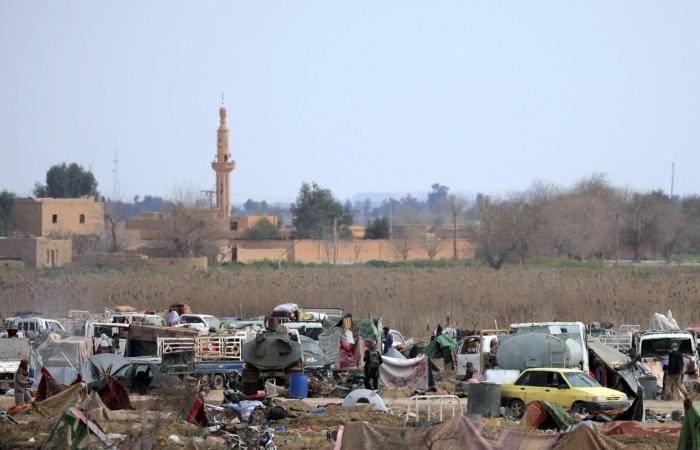سوريا   الباغوز تفرغ أنفاقها.. استسلام المئات وخروج أطفال وجرحى