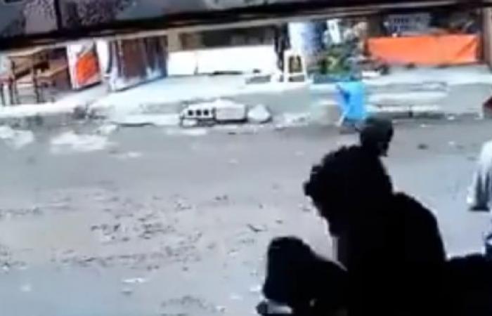 اليمن | صنعاء.. مسلح يقتل جيرانه بطريقة بشعة رميا بالرصاص