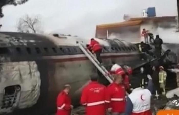 إيران | حريق يندلع في طائرة إيرانية.. والركاب على متنها