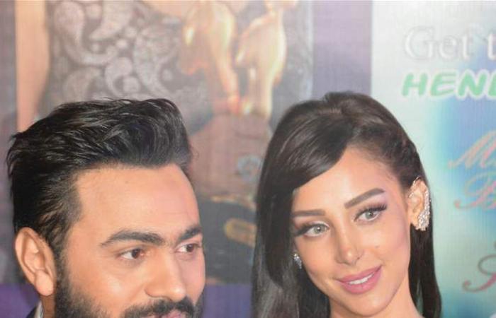 زوجة تامر حسني تنشر صورة من طفولتها.. شكل والدها سيدهشكم