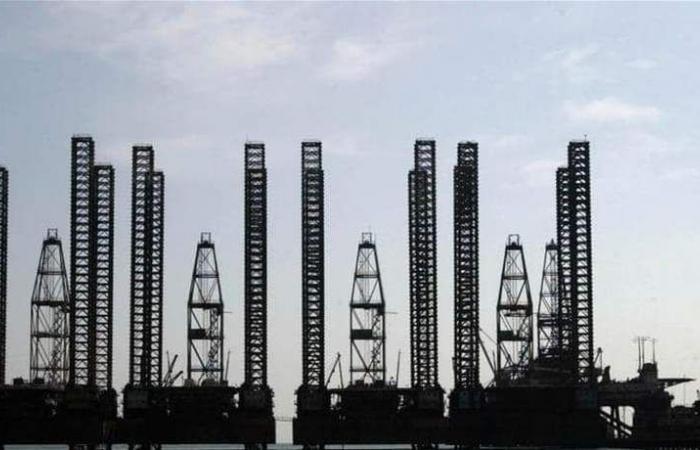 تباين بأسعار النفط في ظل تباطؤ الاقتصاد الأميركي