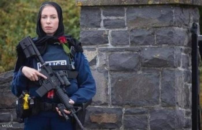 قصة إيفانز.. الشرطية النيوزيلندية التي أثارت إعجاب العالم