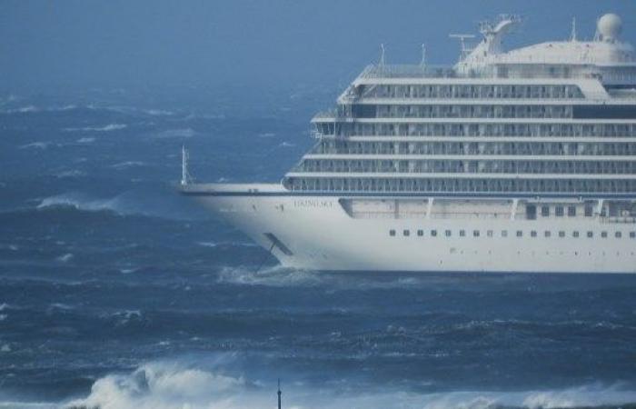 تواصل إجلاء 1300 شخص من سفينة سياحية تعطلت قبالة سواحل النروج