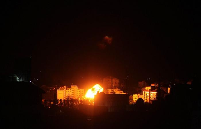 """""""غزة تحت القصف""""..الطائرات الإسرائيلية تضرب مواقع لحركة حماس فى القطاع"""