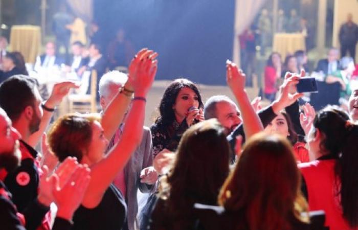 الفنانة أسمرا تتألَّق في حفل الصليب الاحمر اللبناني