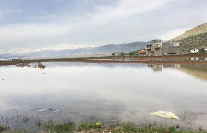 كارثة بيئية تهدّد الأهالي والأراضي في دير الأحمر وقرى مجاورة