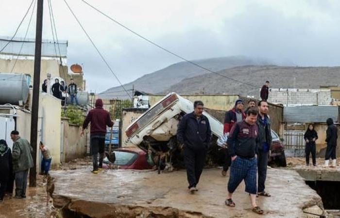 إيران   نائب إيراني: لم لا يتضامن معنا جيراننا بكارثة السيول؟