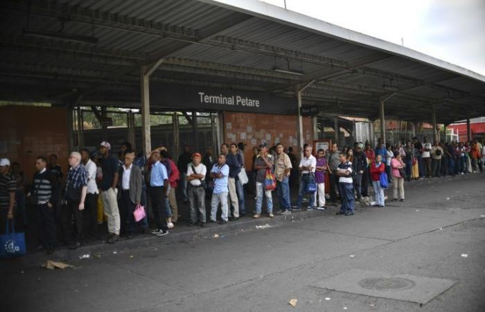 فنزويلا تعلن الثلاثاء يوم عطلة بعد انقطاع جديد للتيار الكهربائي