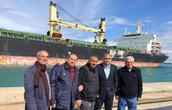 تفريغ أكبر حمولة من سفينة واحدة في تاريخ مرفأ طرابلس (صور)