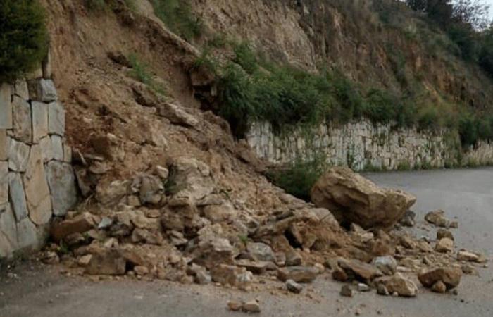 انهيارات من جبل حلبا بسبب الأمطار