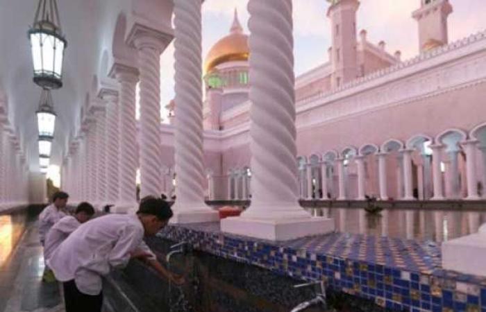 """سلطان بروناي يدعو إلى تعاليم إسلامية """"أقوى"""""""