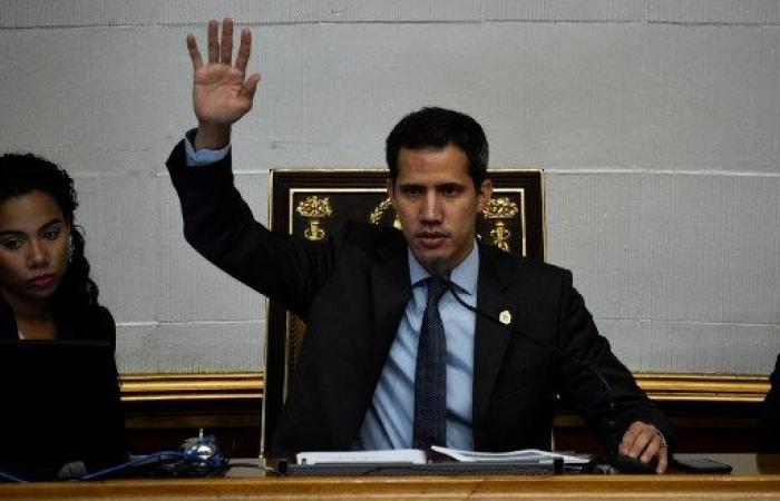 فنزويلا: الجمعية التأسيسية ترفع الحصانة البرلمانية عن غوايدو