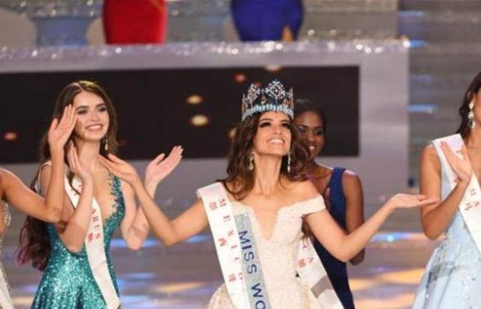 صورة نادرة لملكة جمال لبنان.. في حفل 'ملكة جمال العالم'! (صورة)