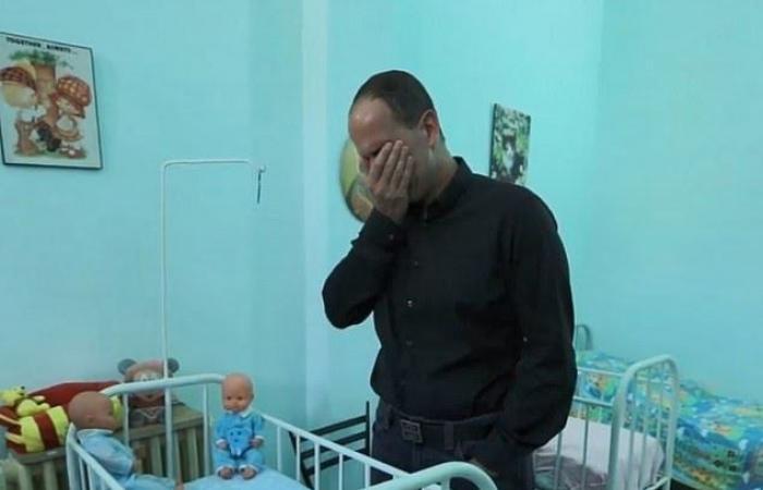 رحلة نجاح لبناني: من طفل متبنى لملياردير.. عاد لبيروت وبكى على سريره بالميتم