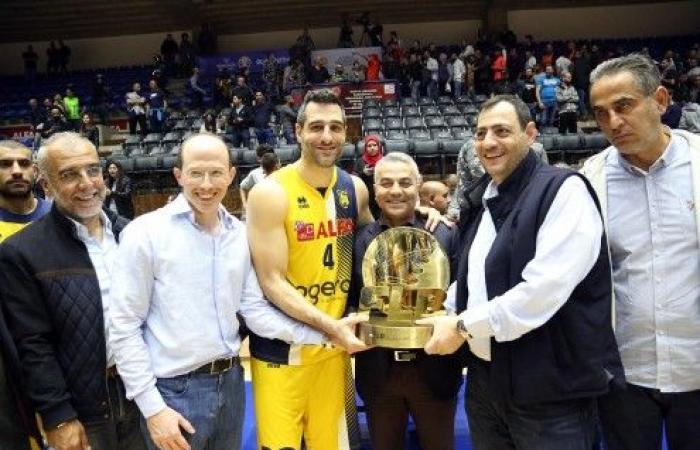 الرياضي بطل كأس أنطوان الشويري بكرة السلة بفوه على هومنتمن