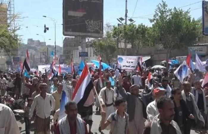 اليمن | تظاهرة حاشدة لدعم البرلمان وللمطالبة بفك الحصار عن تعز