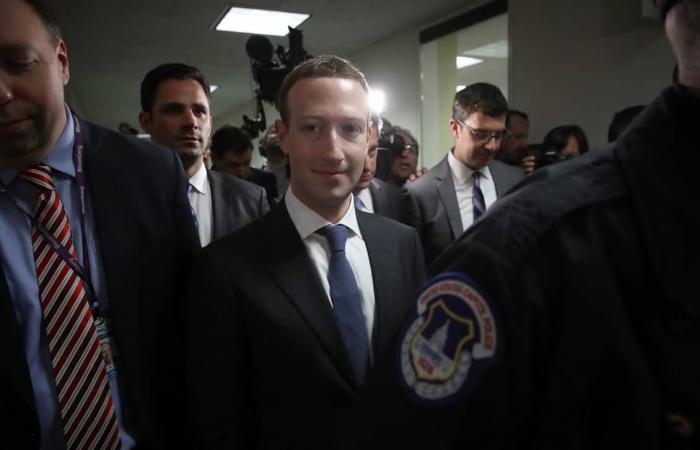 تقرير: فيسبوك أنفقت 20 مليون دولار العام الماضي على الأمن…