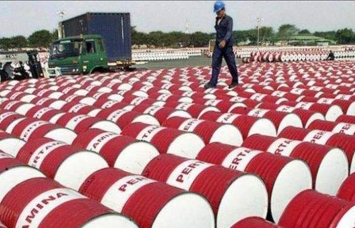 روسيا: برميل النفط قد يهوي لـ40 دولاراً
