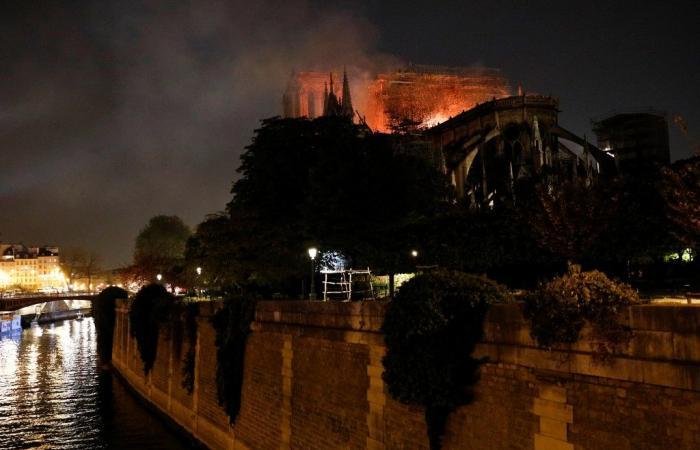 مباشر: كاتدرائية نوتردام تحترق!