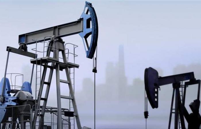 النفط يتراجع مع التركيز على مستقبل الإمدادات