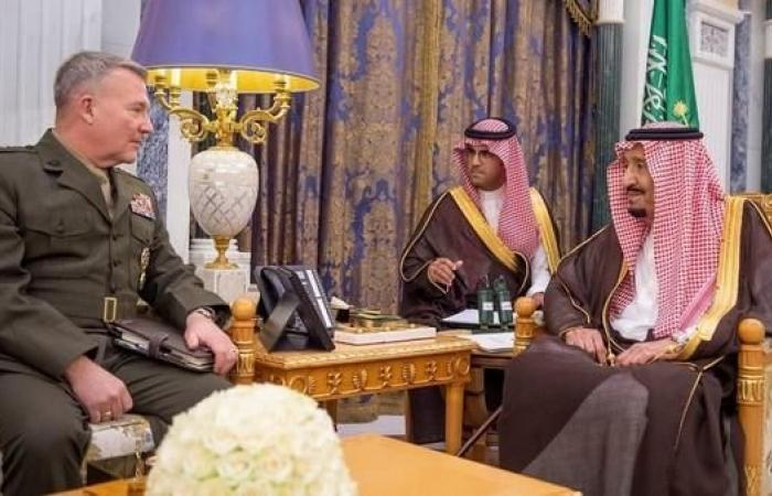 الخليح   الملك سلمان يستقبل قائد القيادة المركزية الأميركية