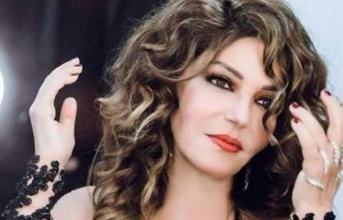سميرة سعيد تستذكر والدتها بصورة نادرة.. شاهدوا الشبه بينهما!
