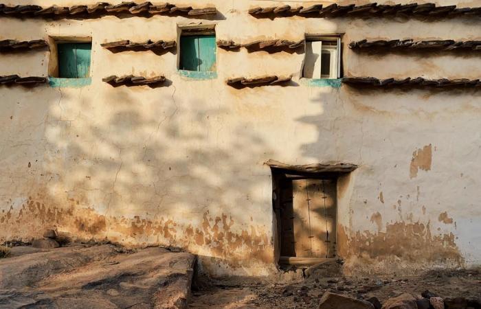 الخليح | سعودي عشق التراث فغدا مصوراً يوثق تاريخ قرى عسير