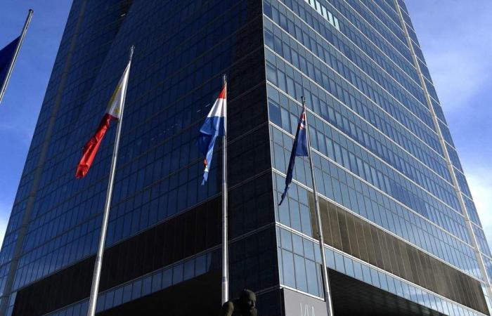 """إخلاء برج يضم عدة سفارات في مدريد بعد """"انذار بوجود قنبلة"""""""