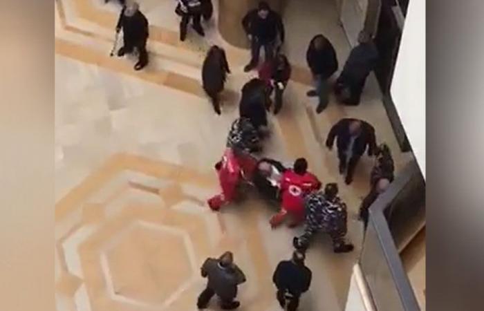 بالفيديو: نائب يتعرض لوعكة صحية… وزميله يحاول إسعافه!