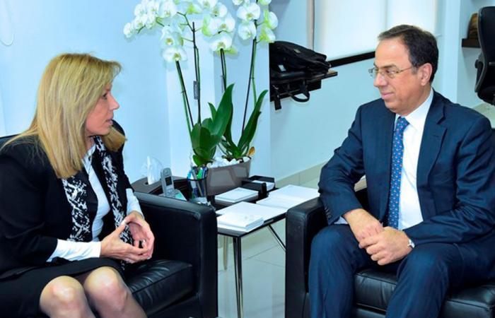 بطيش عرض العلاقات الثنائية مع سفيرة تشيلي