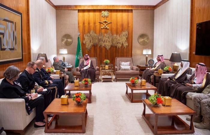 الخليح | ولي العهد السعودي يلتقي قائد القيادة المركزية الأميركية