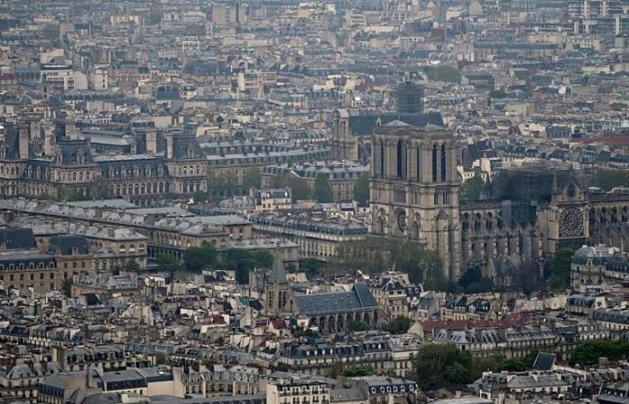 نوتردام أكثر من كاتدرائية هي قلب باريس الجريح