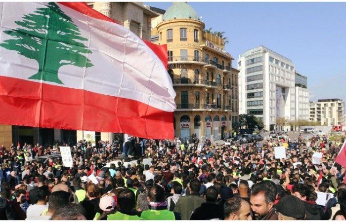 إضراب في القطاع العام واعتصامات بالجملة