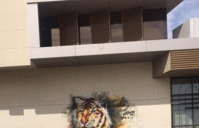 الخليح | فنانة سعودية تجمل جدران الرياض برسوماتها.. تحكي تجربتها