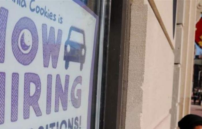 طلبات إعانة البطالة الأميركية الى أدنى إنخفاض