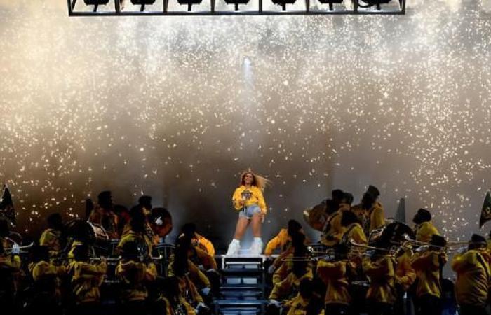"""ألبوم """"مفاجئ"""" من بيونسي.. ووثائقي عن أبرز حفلتين في مسيرتها"""