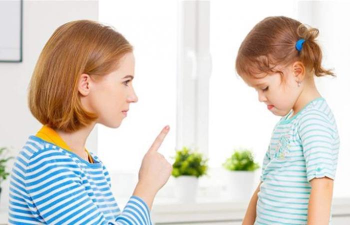 سوء معاملة طفلك يؤدّي لإصابته بخلل نفسي