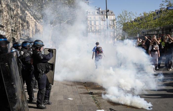 """الشرطة الفرنسية تشتبك مع """"السترات الصفراء"""" في باريس"""