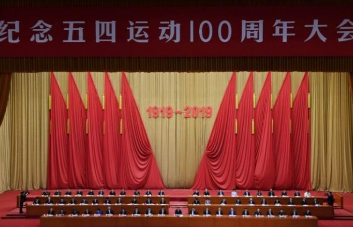 """الرئيس الصيني يدعو الشبان إلى أن """"يحبوا"""" الحزب الشيوعي"""