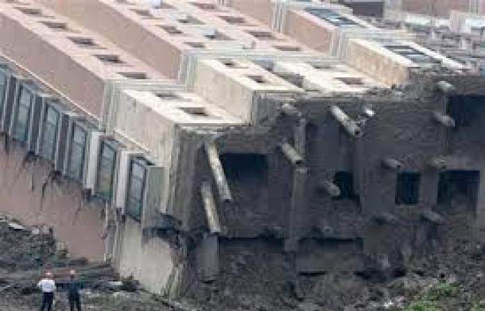 10 أشخاص عالقون تحت الأنقاض بعد انهيار مبنى في شنغهاي