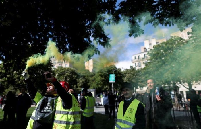 """بضعة آلاف من محتجي """"السترات الصفر"""" يتظاهرون في فرنسا للسبت الـ27 على التوالي"""