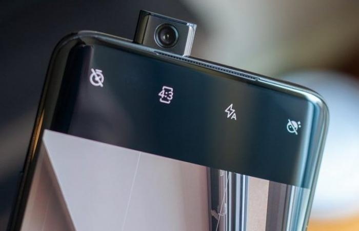 مقارنة شاملة بين هاتفي OnePlus 7 Pro وGalaxy S10E