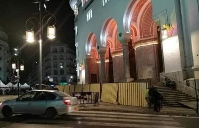 الجزائر تغلق ساحة البريد.. قلب الحراك النابض
