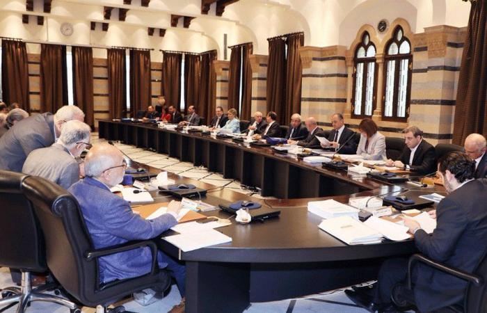 الموازنة في دوامة النقاش: باسيل على موقفه والحريري مستاء!