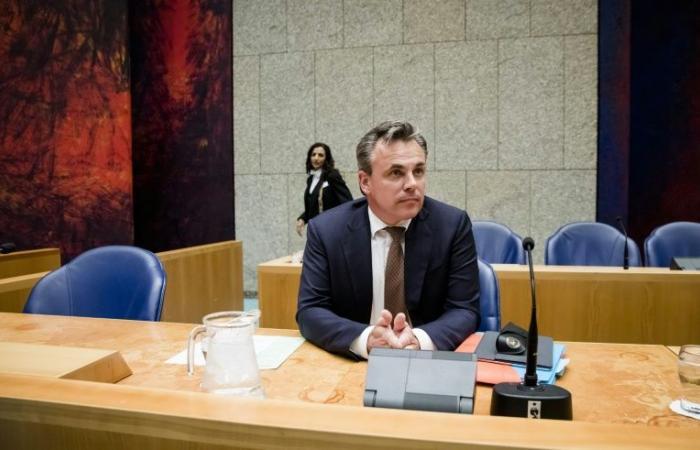 استقالة وزير الهجرة الهولندي على خلفية تلاعب بتقرير حول جرائم ارتكبها لاجئون